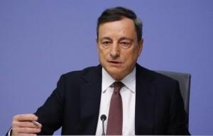 1月21日、ECBは主要政策金利のリファイナンス金利を0.05%に据え置いた。写真はフランクフルトで記者会見に臨むドラギ総裁。同日撮影(2016年 ロイター/Kai Pfaffenbach)